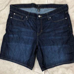 """Gap 7.5 """" Denim Shorts"""